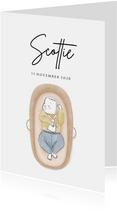 Lief geboortekaartje met illustratie van baby in mozesmandje
