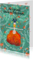 Liefde-kaart met meisje ondersteboven op schommel