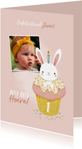 Lieve verjaardagskaart konijntje in cupcake met foto