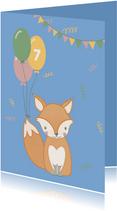 Lieve verjaardagskaart met illustratie vosje in regenlaarzen