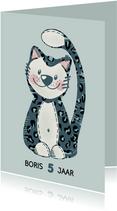 Lieve verjaardagskaart van kat in panter-onesie