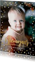 Moderne nieuwjaarskaart met goud en witte confetti en foto