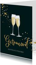 Mooie kaart champagneglazen met spetters en hartjes