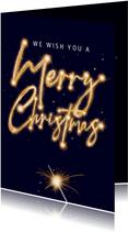 Mooie kerstkaart met vuurwerk op blauwe achtergrond.