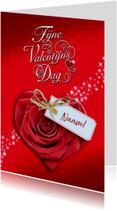 Mooie Valentijnskaart met roos in de vorm van een hart