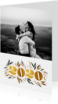 Nieuwjaarskaart botanisch '2020' goud met foto