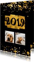 Nieuwjaarskaart foto's gouden vlak '2019' confetti