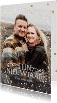 Nieuwjaarskaart met grote foto en wit met gouden confetti