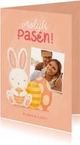 Paaskaart met foto, konijntje en paaseieren vrolijk pasen