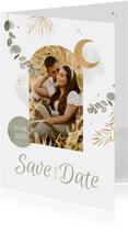 Save the date trouwkaart Arabisch eucalyptus maan goud foto