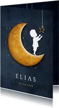 Staand geboortekaartje met een silhouet van jongen op maan