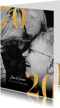 Stijlvolle jubileumkaart met gouden cijfers en grote foto