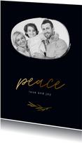 Stijlvolle kerstkaart donkerblauw met goudlook peace en foto