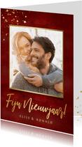 Stijlvolle rode nieuwjaarskaart met eigen foto en goud