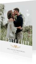 Stijlvolle staande trouwkaart met grote foto en eigen namen