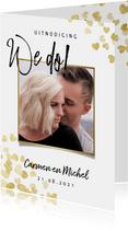 Stijlvolle trouwkaart met gouden hartjes typografie en foto