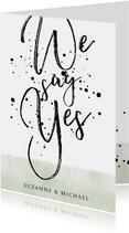 Stijlvolle trouwkaart met typografie, waterverf en spetters