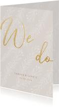 Stijlvolle trouwkaart We Do goudlook tekst naturel takjes