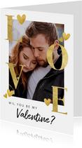 Stijlvolle valentijnskaart met gouden typografie en hartjes