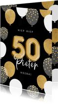 Stijlvolle verjaardagskaart man ballonnen, confetti en 50