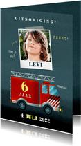 Stoer kinderfeestje kaart jongen met brandweerauto en foto
