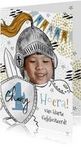 Stoere verjaardagskaart ridder met foto getal op schild