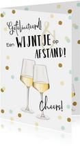 Trendy kaart met geïllustreerde wijnglazen en confetti