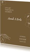 Trendy trouwkaart met getekende bloemen