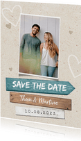 Trouwkaart save the date strand wegwijzers foto