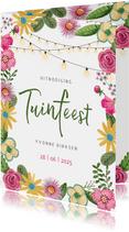 Tuinfeest roze en gele bloemen met lichtjes