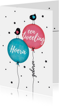 Tweeling jongen en meisje vogeltjes op ballon