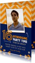 Uitnodiging 16 jaar zigzag met blauw oranje