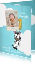 Uitnodiging 1e verjaardag lief en schattig zebra met ballon