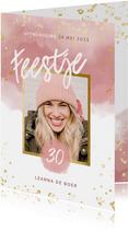 Uitnodiging 30 jaar roze waterverf gouden spetters feestje