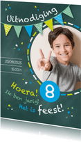 Uitnodiging kinderfeestje kriijtbord blauw