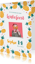 Uitnodiging lentefeest communie meisje ananas confetti