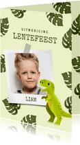 Uitnodiging lentefeest met dinosaurus, bladeren en foto