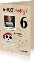 Uitnodiging piratenfeestje met foto en schedel