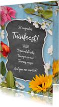 Uitnodiging tuinfeest krijtbord en bloemen