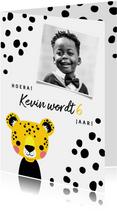 Uitnodiging voor een kinderfeestje met luipaard en vlekjes