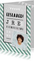 Uitnodigingskaart geslaagd man hip groen foto