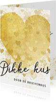 Valentijnskaart dikke kus door de brievenbus gouden hart