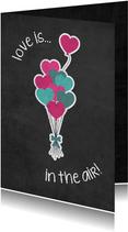 Valentijnskaart Love is in the air met tros ballonnen