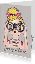 Valentijnskaart met meisje met verrekijker en foto's