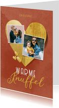 Valentijnskaart warme knuffel gouden hartjes foto's
