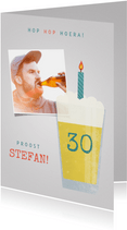 Verjaardagskaart bierglas, kaarsje en aanpasbare leeftijd