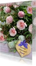 Verjaardagskaart bos rozen met steigerhout en hart