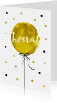 Verjaardagskaart met hippe ballon en tekst Hoera!