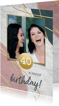 Verjaardagskaart met marmer, verf en gouden lijnen