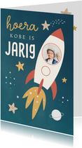 Verjaardagskaart met raket en sterren